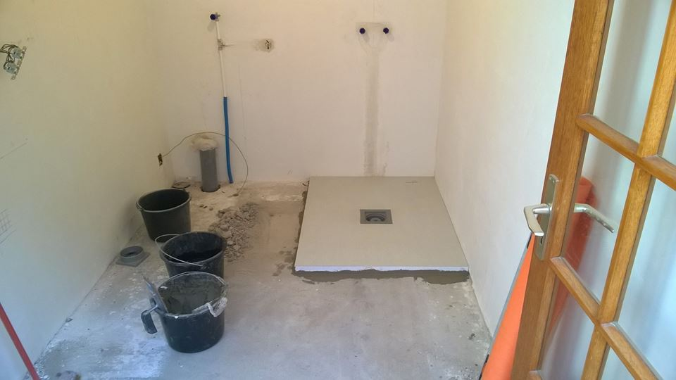 Carrelage salle de bain carreleur pose carrelage for Nivault carrelage salle de bain cuisiniste